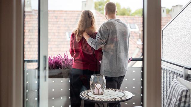 Par på balkong